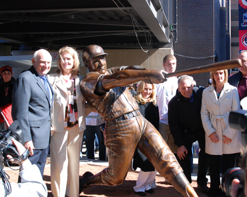 Killebrew sculpture admired by the fans