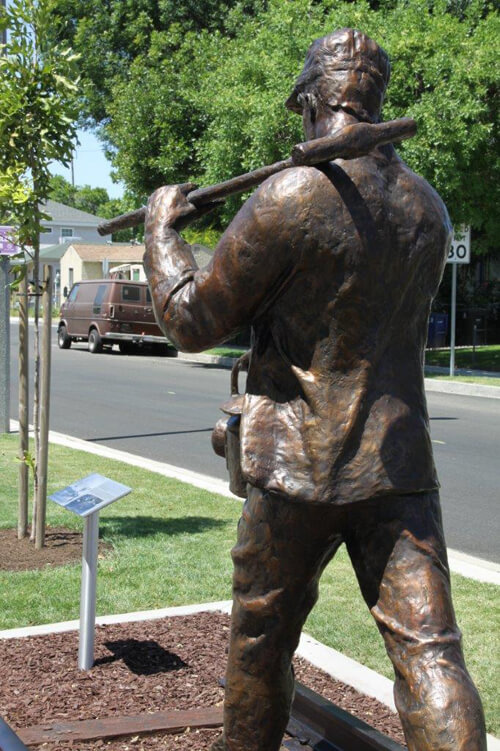 Railroad-worker-Bronze-Sculpture-back-view